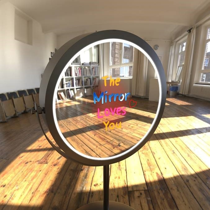 - Crystal clear mirror reflection - A mesmerizing lighting and mirror display - Personalised signature on mirror to prints - Stamp your photos with emojis, symbols, etc - HD Printing/Photostrips